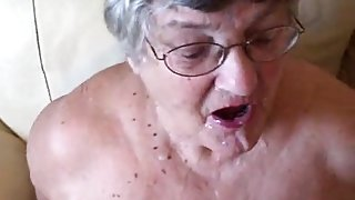 Granny places on her lipstick sucks on small penis